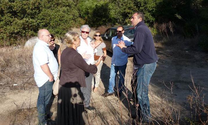 Présentation par les élus des projets de réserve foncière à Mme la Sous Préfète, lors de sa visite sur la commune le 27 octobre 2014.